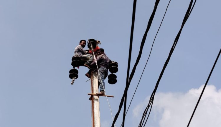 electricity labourers