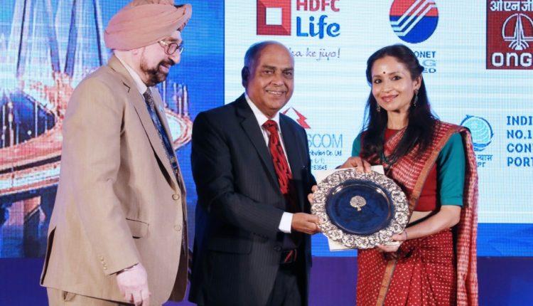 Ms. Shallu Jindal receiving Golden Peacock Award – 2019 at Mumbai