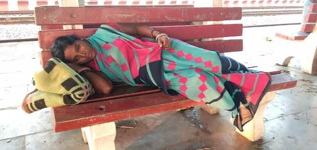pregnant lady reaches nuapada station