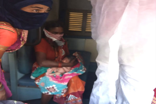 Woman-delivers-baby-in-trai