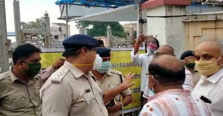 Jayanarayan Mishra scuffles with police