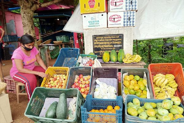 actress-sells-fruits