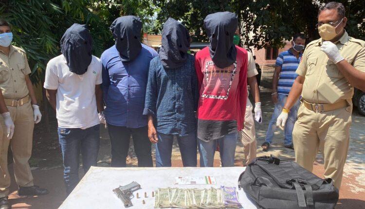 looters' gang
