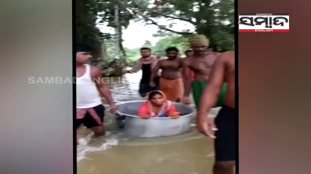 Snakebite patient carried in cooking tope