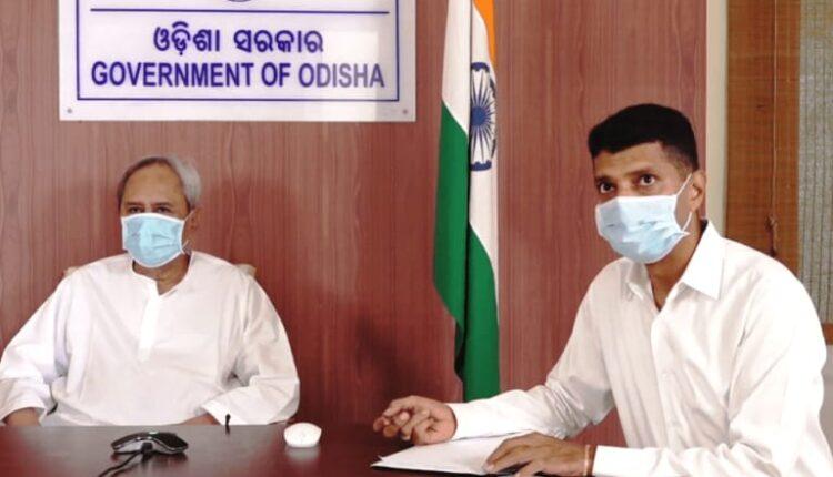 CM Naveen with Pandian