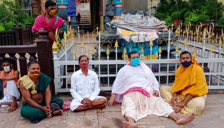 dharna at puri temple