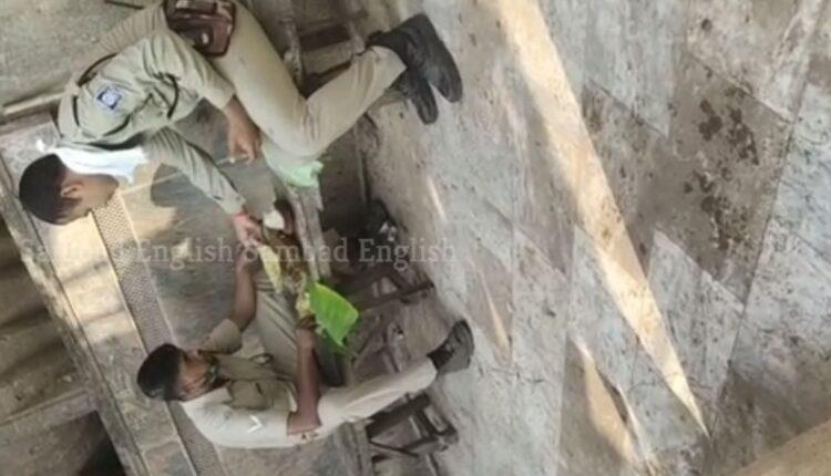 police eating mahaprasad