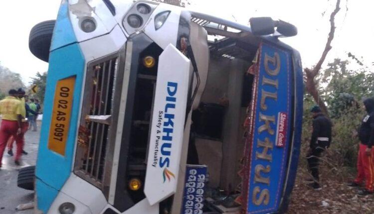 bus overturns