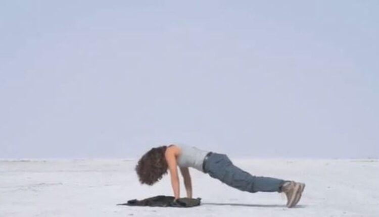 taapsee pannu doing push-ups