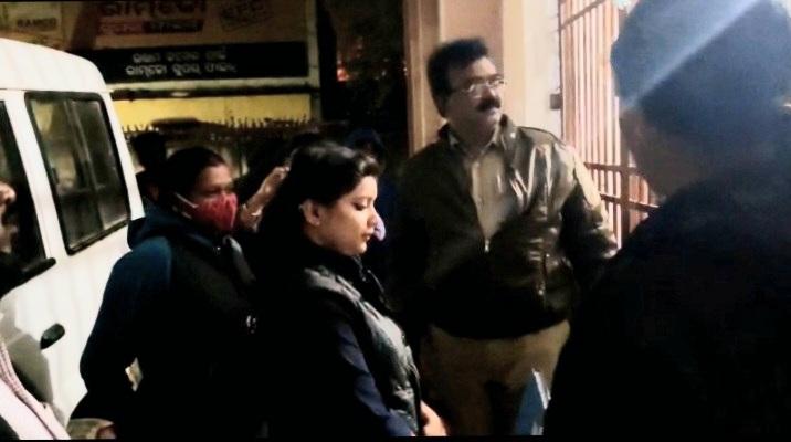 woman wants to marry Pallahara MLA