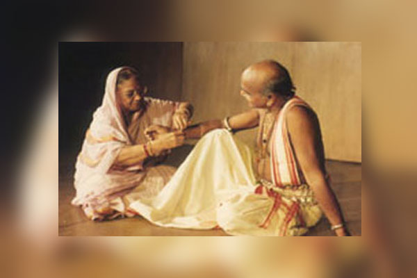 Guru-Kelucharan-and-wife-la