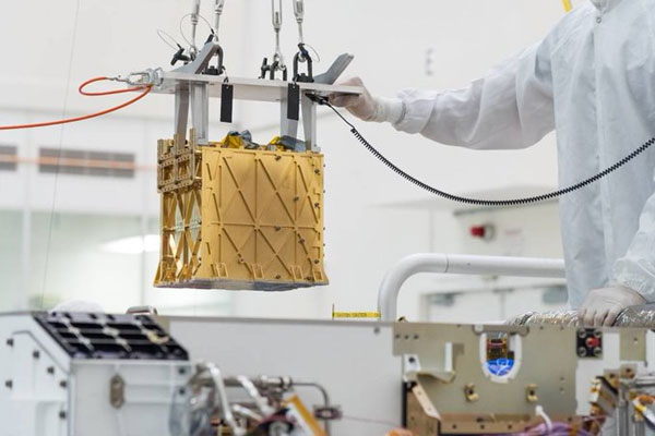Mars-rover-extracting-oxyge