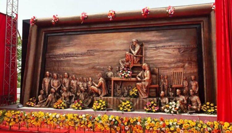 gandhi mural sculpture