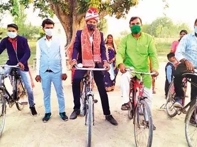 groom on cycle