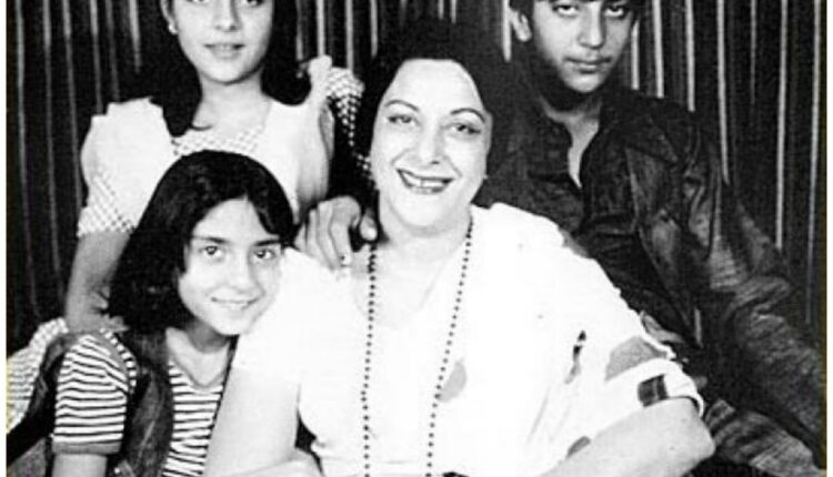 Sanjay Dutt shares throwback pictures on mother Nargis' birth anniversary.(photo:instagram)