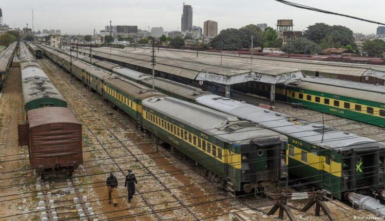 Train collision in Pak