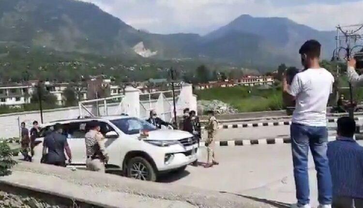 scuffle between cops in kullu