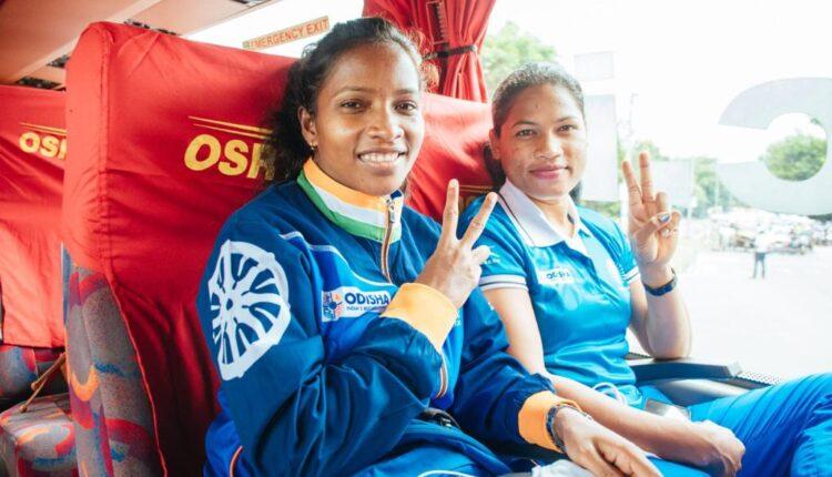 indian women's hockey team in bus