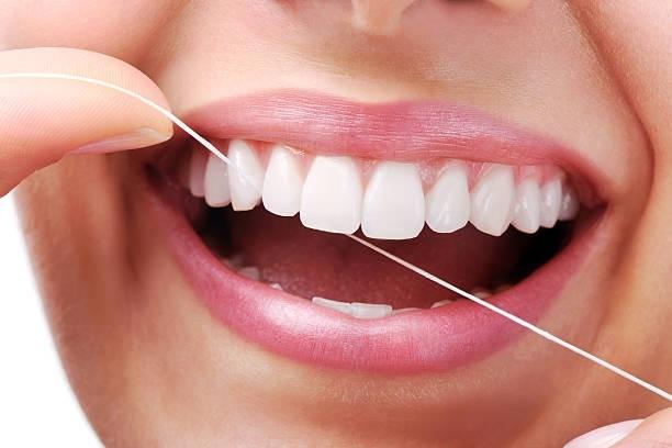 Flossing teeth .(photo:Pixabay.com)