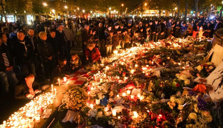 Dozens_of_mourning_people_captured_during_civil_service_in_remembrance_of_November_2015_Paris_attacks_victims._Western_Europe,_France,_Paris,_place_de_la_République,_November_15,_2015