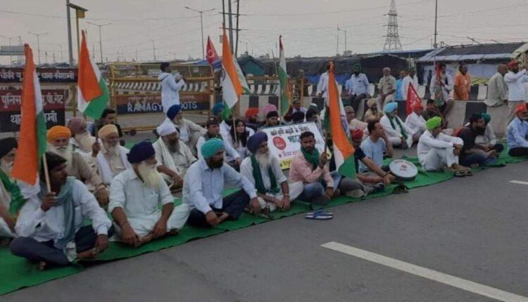 delhi-up road blocked