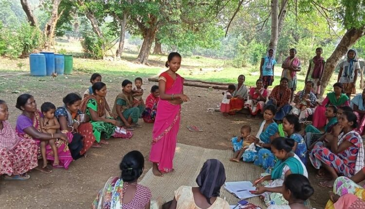 Jharkhand, the sisters of Sakhi Mandal are 'guarding' the forests.