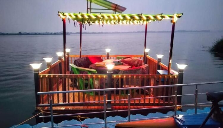 floating restaurant in cuttack