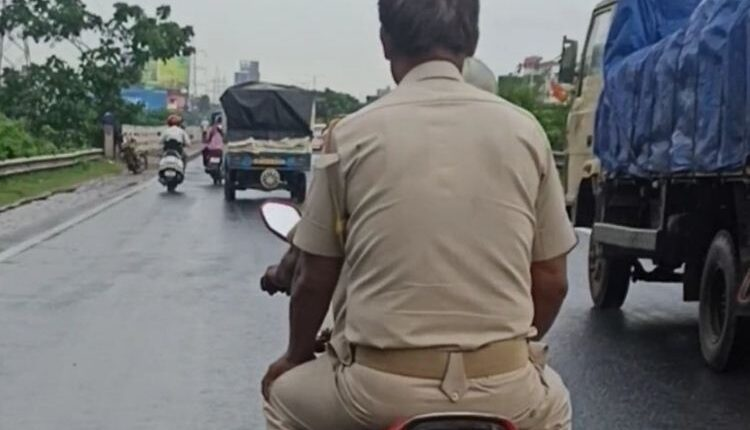 police without helmet